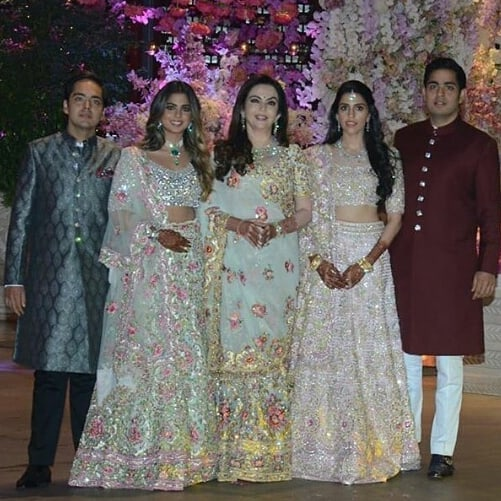 akash-ambani-bachelor-party-family-photo