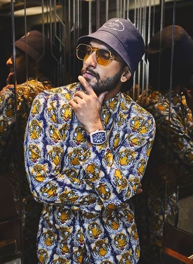 2-Is-Ranveer-Singhs-Outfit-Actually-A-Night-Suit-Or-Is-It-Not-We-Will-Let-You-Decide
