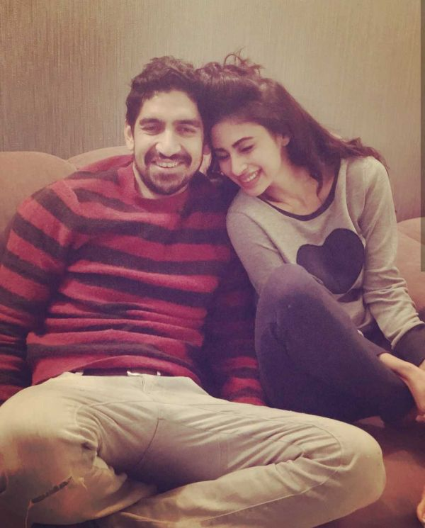 3-mouni-roy-cute-pic-with-brahmastra-director-ayan-mukerji