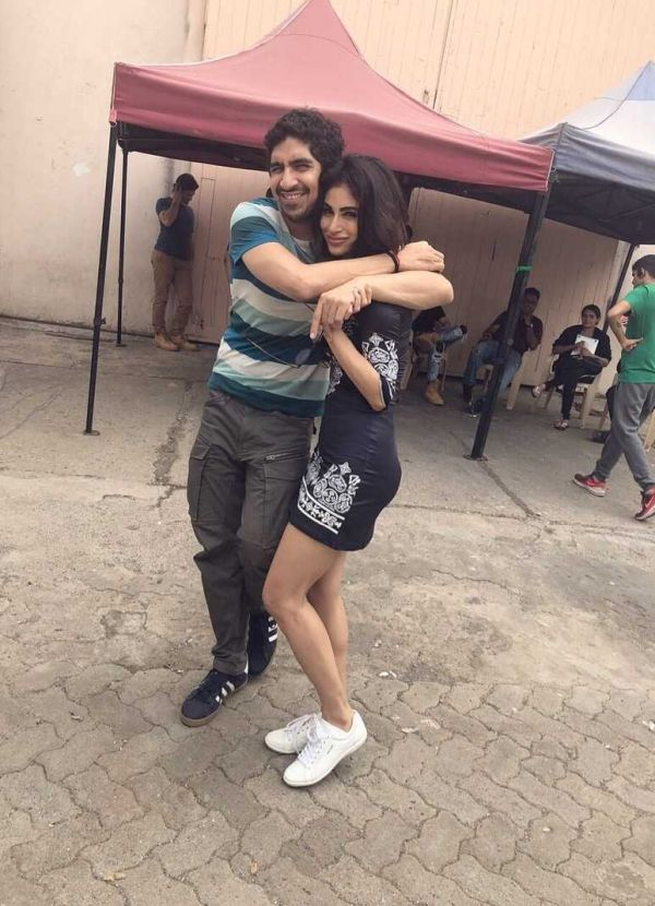6-mouni-roy-hugging-ayan-mukerji