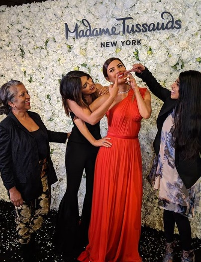 2-Double-Trouble-We-Are-Seeing-Priyanka-Chopra-X-2-And-We-Are-Lovin-It