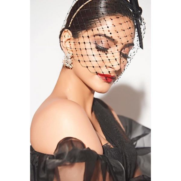 2 Deepika   Sonam Ditched Their Signature Hairstyles For Filmfare - sonam kapoor