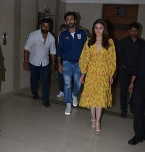 2-Ah-Young-Love-Alia-Bhatt-Stepped-Out-With-Ranbir-Kapoor-For-A-Fashionable-Outing-And-Yes-We-Have-Deets