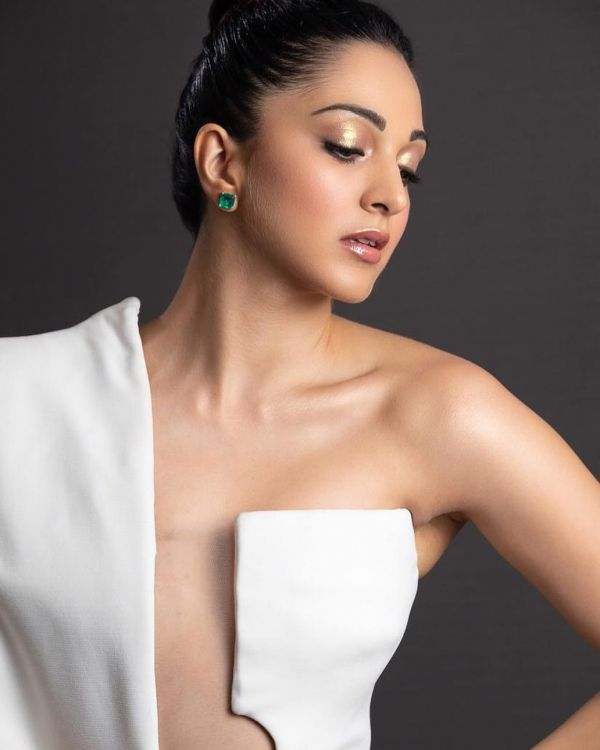 2 Glossy Lids  Dewy Skin  How To Get Kiara Advani%E2%80%99s Simple But Stunning Look