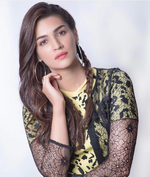 3 Kriti Sanon's New Hairstyle Will Give You The Best Of Both Worlds