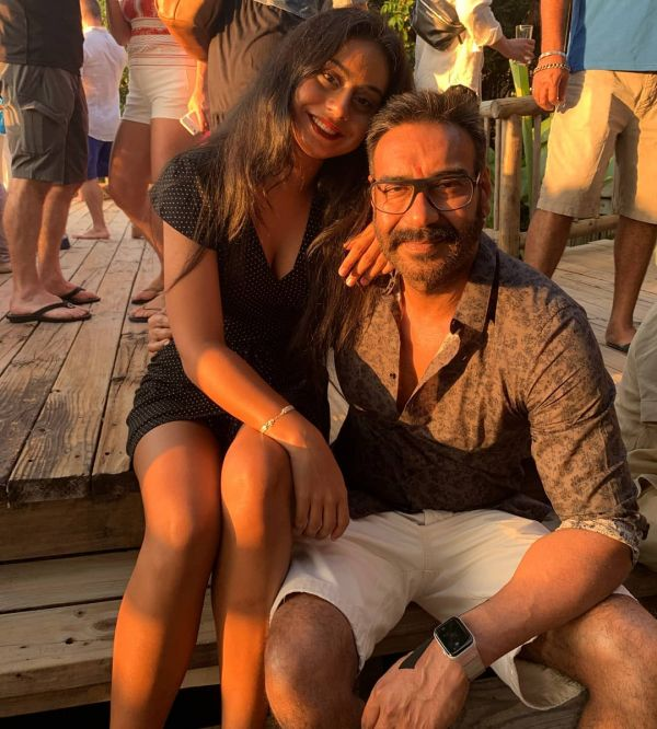 1-ajay-devgn-with-daughter-nysa-devgan