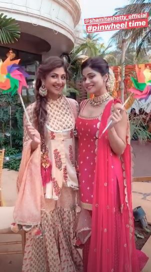 2-shilpa-shetty-dancing-sangeet-with-sister-boomerang