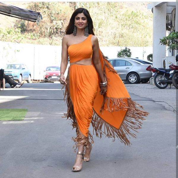 cape-shilpa-shetty-orange-party-dress