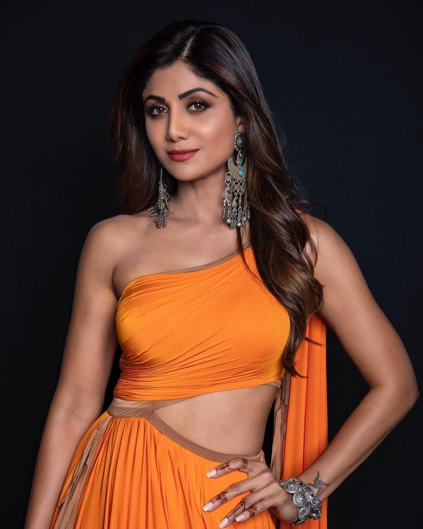 jewellery-shilpa-shetty-orange-party-dress