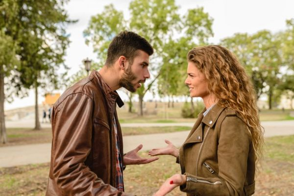 9-toxic-friendships-girl-and-boy-arguing