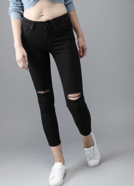 7-black-jeans-ripped