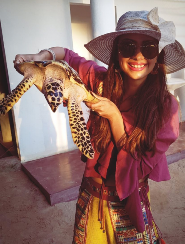 3-pooja-banerjee-anniversary-actress-with-snake