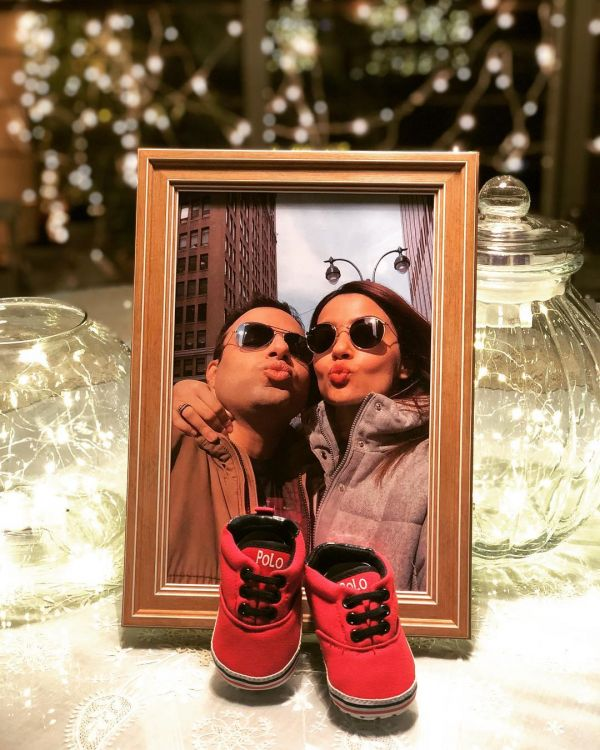 1-surveen-chawla-baby-announcement-on-instagram