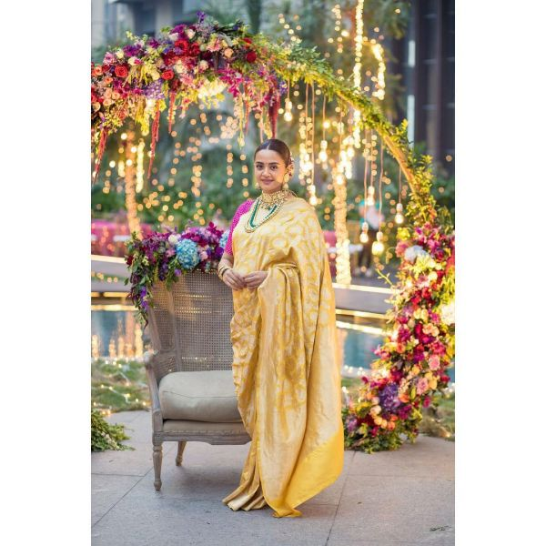 2-surveen-chawla-baby-shower-pictures-instagram