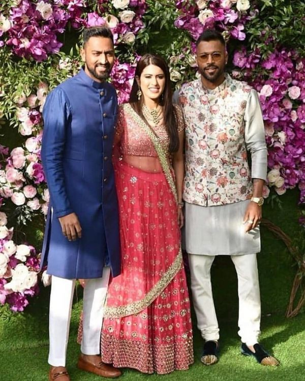 3-karan-johar-dances-with-hardik-pandya-cricketer-with-brother-krunal