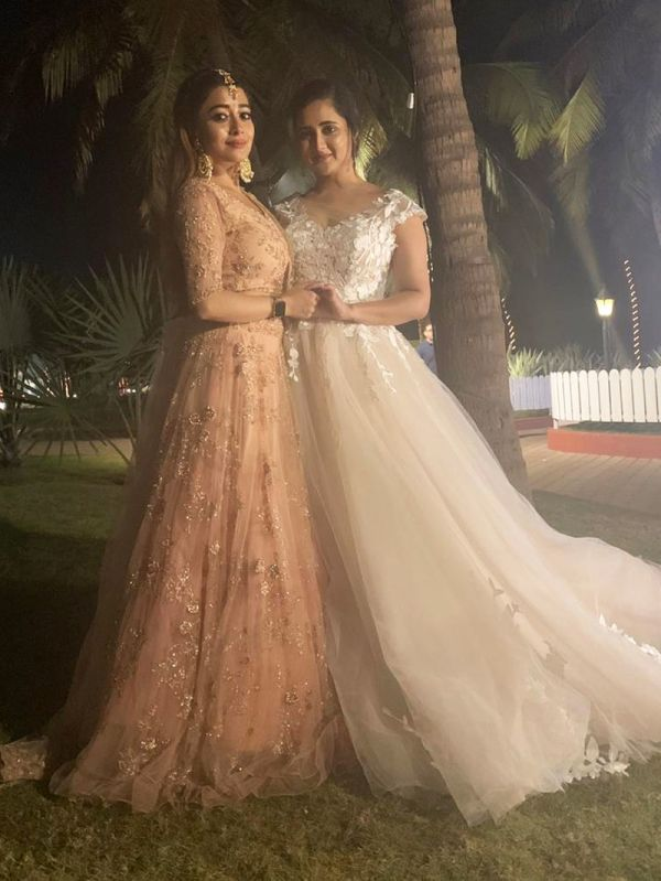 1-tinaa-datta-and-rashmi-desai-reunite-in-goa