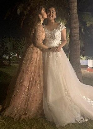 2-tinaa-datta-and-rashmi-desai-reunite-in-goa