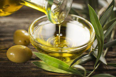 Olive oil- olive oil in a bowl