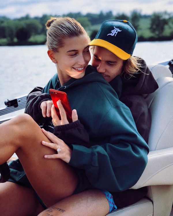 From PC To JLo  Here Are The Celebrity Engagement Rings That Could Tempt You To Say %E2%80%98I do%E2%80%99 - hailey baldwin