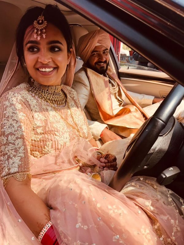 1-krithika-hardeep-wedding-bride-drives-the-car-during-vidaai