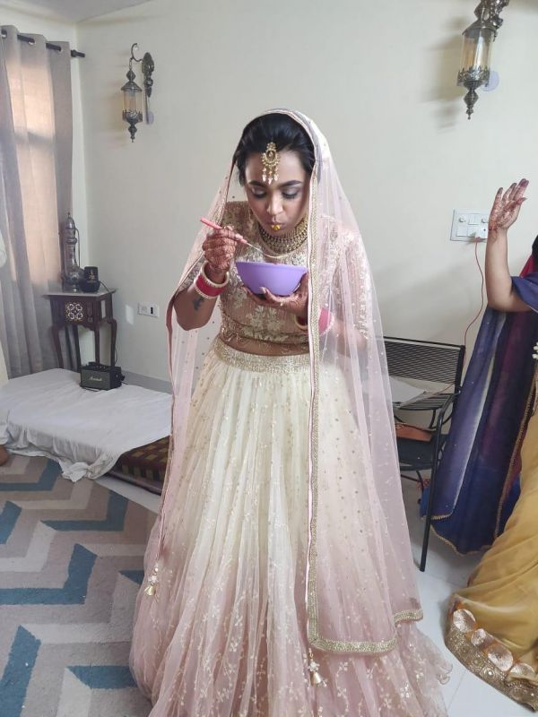 3-krithika-hardeep-wedding-bride-eating-maggi