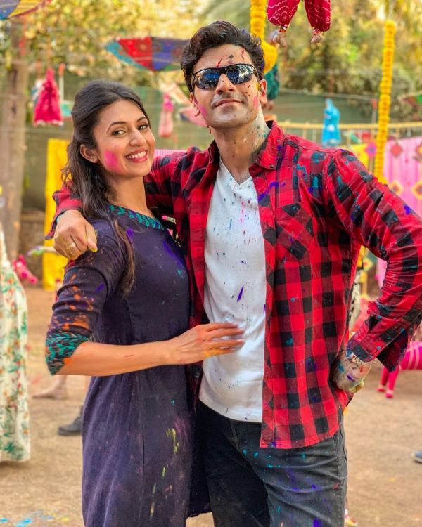 3-divyanka-tripathi-holi-with-husband-vivek-dahiya