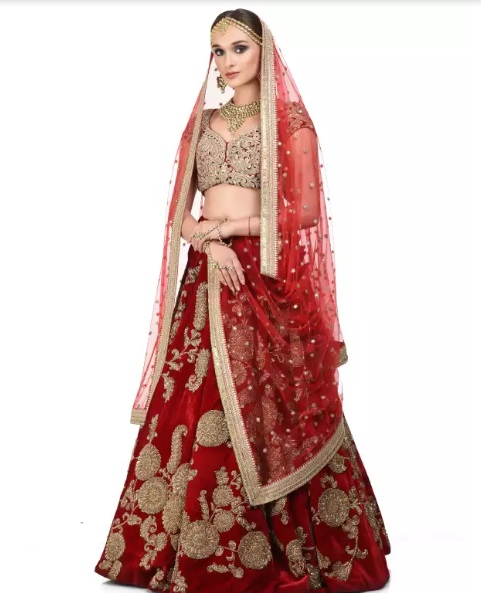 2-sabyasachi-lehengas-on-rent-popxo