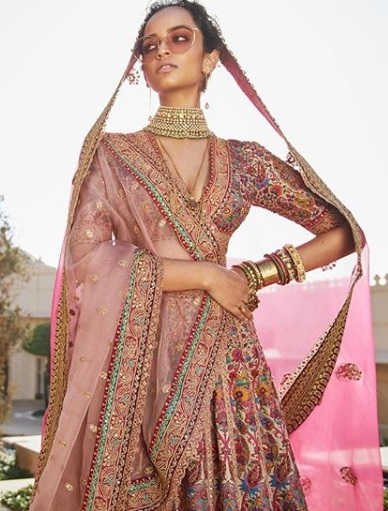 5-sabyasachi-lehengas-on-rent-popxo
