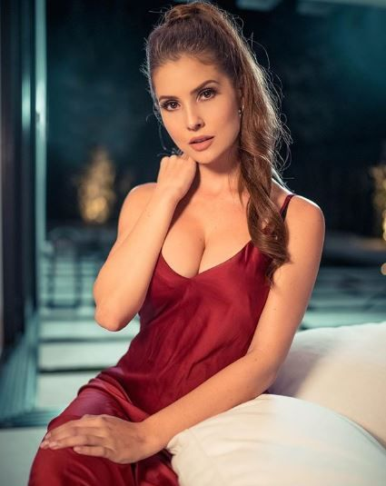 Amanda Cerny red