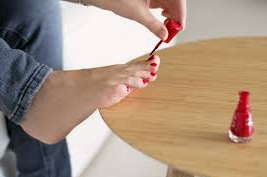 nail-polish-pedicure-at-home