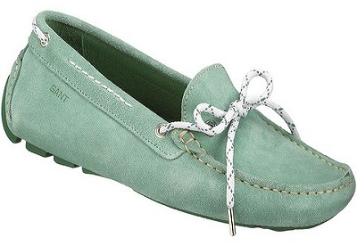footwear-Gifts-For-New-Moms
