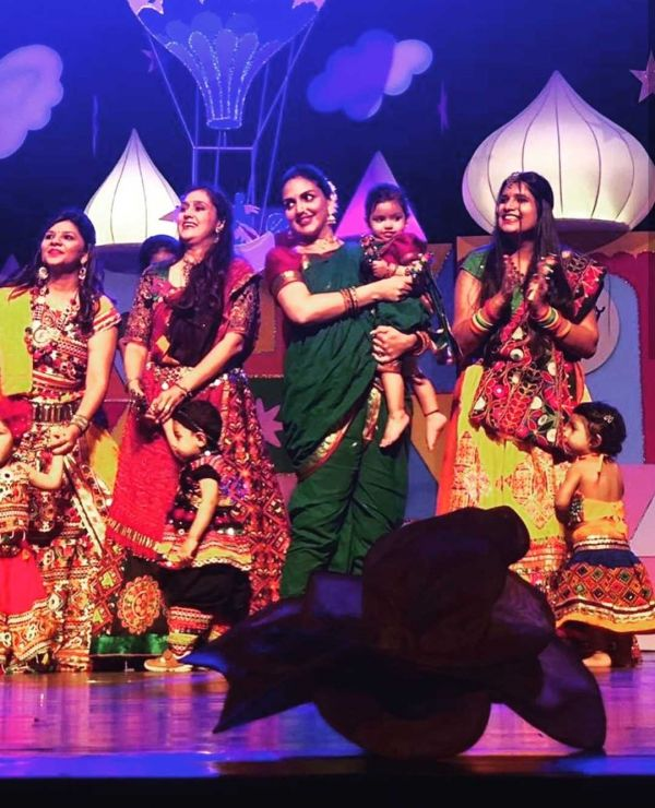 3-esha-deol-daughter-radhya-on-stage-dance
