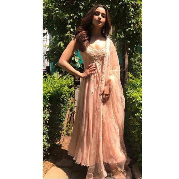 7-alia-bhatt-light-pink-suit-kalank-look