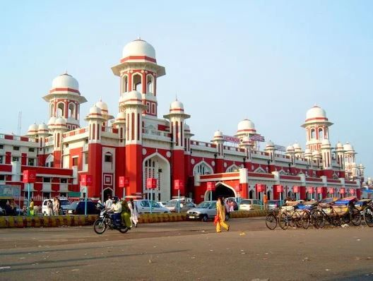 1-woman-jumps-from-building-lucknow-railway-station