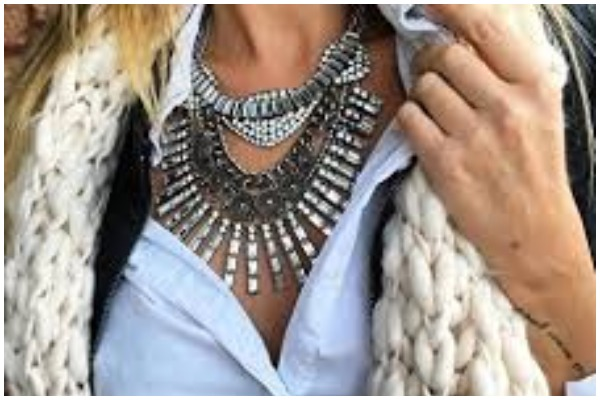 how-to-choose-necklace-for-different-necklines-in-hindi %2811%29