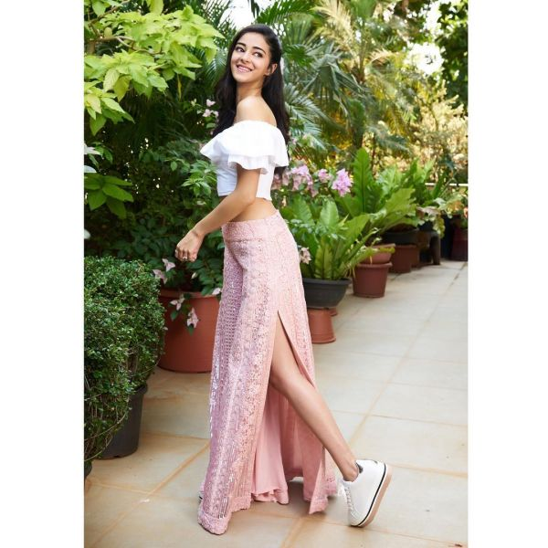 pink and white ananya pandey