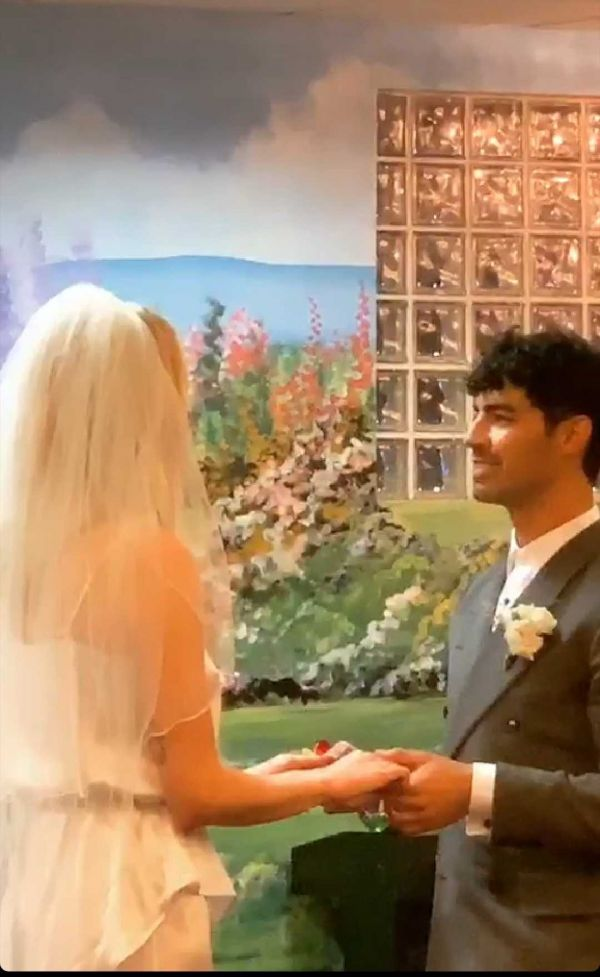 1-joe-jonas-and-sophie-turner-married
