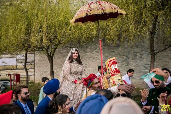 5-bride-entered-on-horse-bride-came-with-baraat