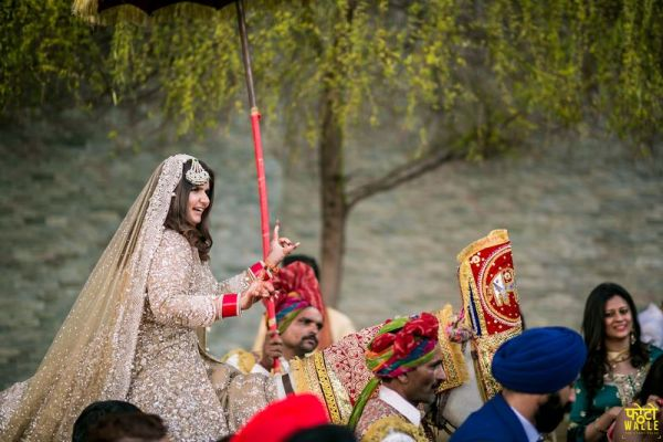 6-bride-entered-on-horse-bride-came-on-ghodi
