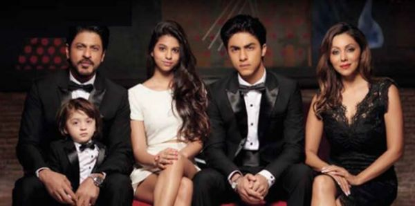 3 suhana khan with her family