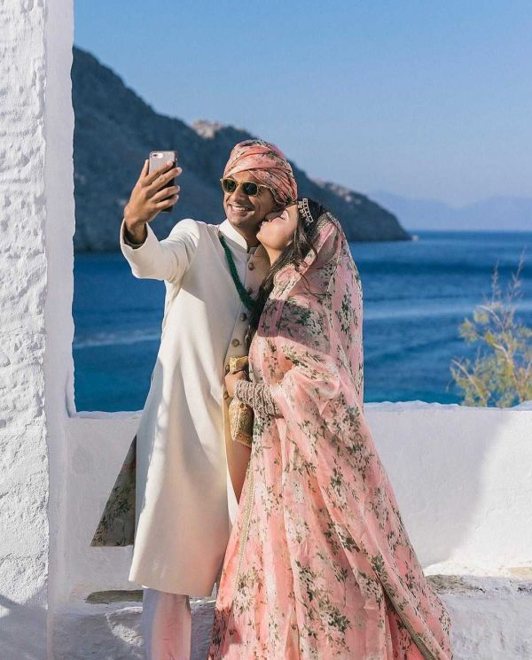 2-sabyasachi-bride-destination-wedding-in-greece