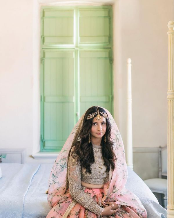 3-sabyasachi-bride-ishna-berry-wedding