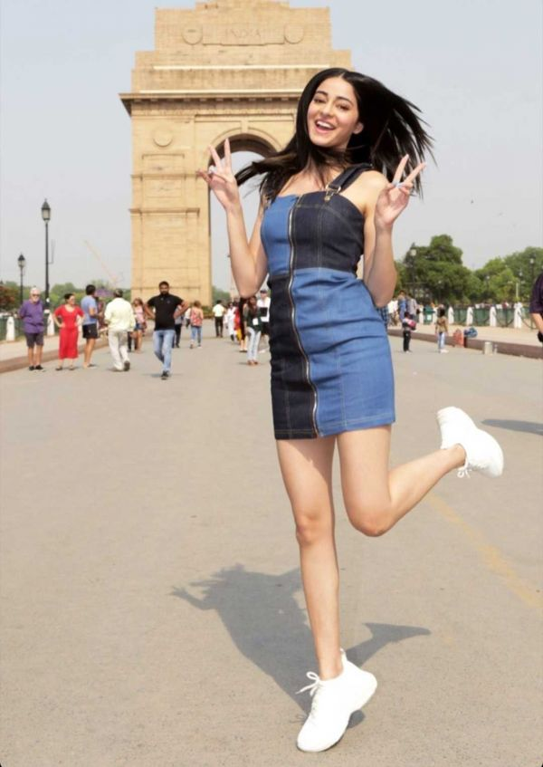 1-denim-dress-ananya-panday-soty2