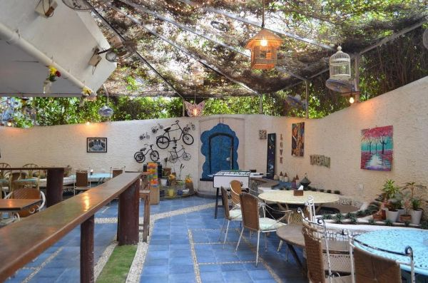 Pet-friendly-cafes-cafe-Mumbai-dog-cat-the-little-door
