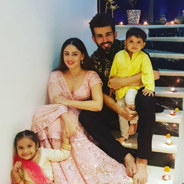 jay and mahhi with kids