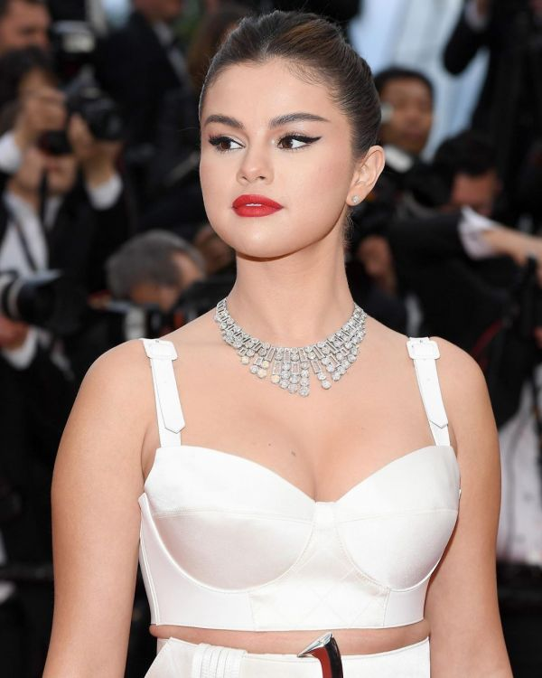 3-selena-gomez-cannes-2019-debut-look