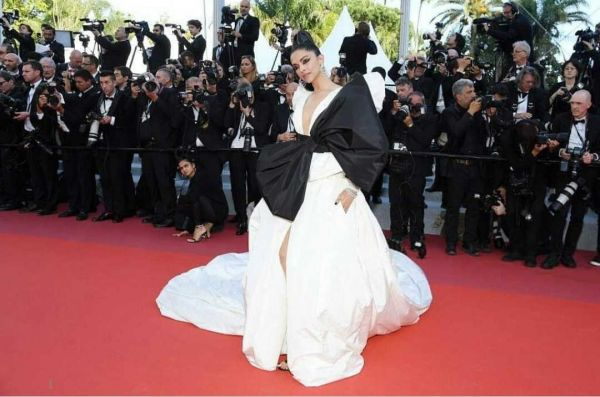 6-deepika-padukone-red-carpet-look-cannes-2019