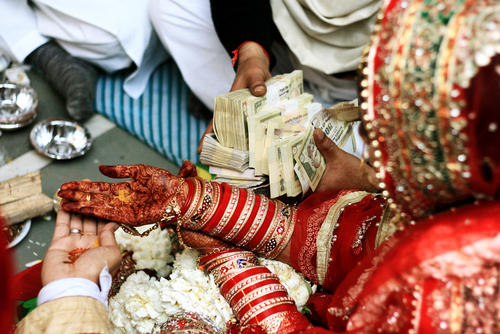 2-groom-gets-1000-books-from-bride-dowry