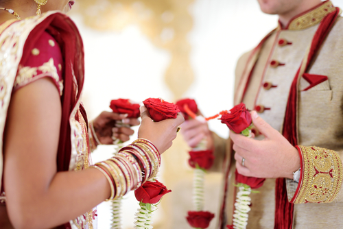 3-groom-gets-1000-books-from-bride-indian-wedding