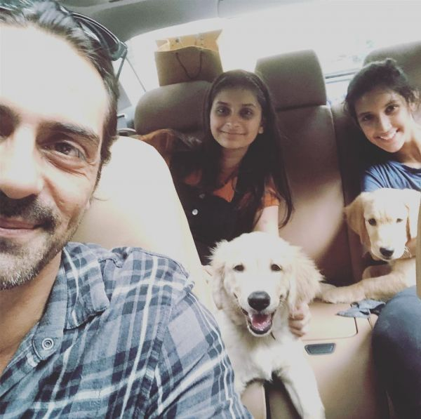 3 arjun and gabriella arjun rampal with daughters